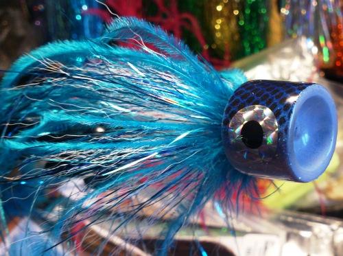 En blå gäddpopper för roliga stunder vid vattnet.